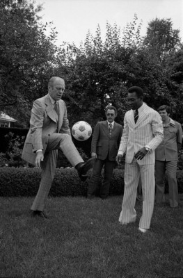 President Ford and Pelé kicking it, June 28, 1975. (Photo: NPR via Ford Presidential Library Facebook page)